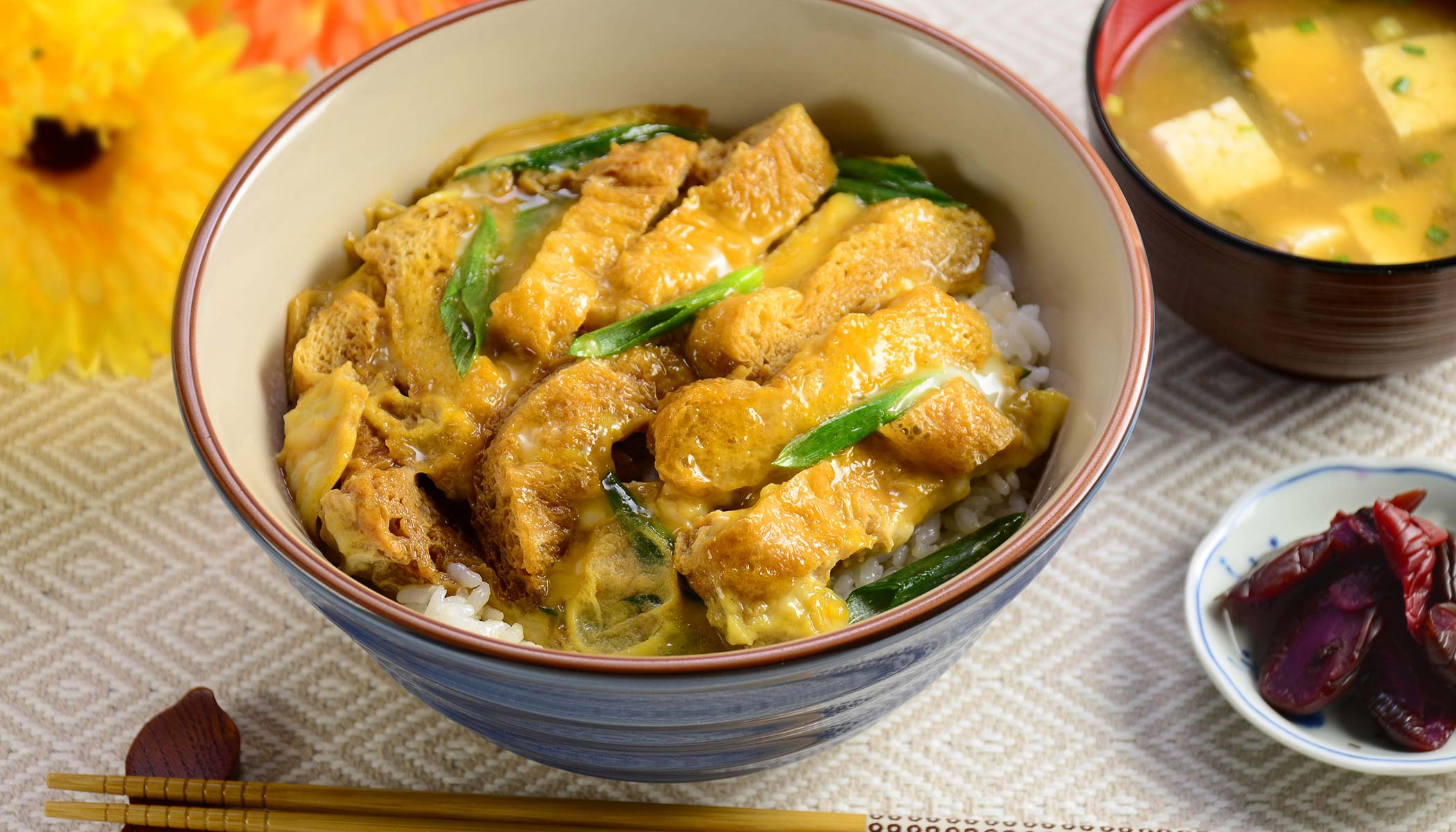 <i>Kitsune-Donburi</i> (Fried Bean Curd and Egg Bowl)