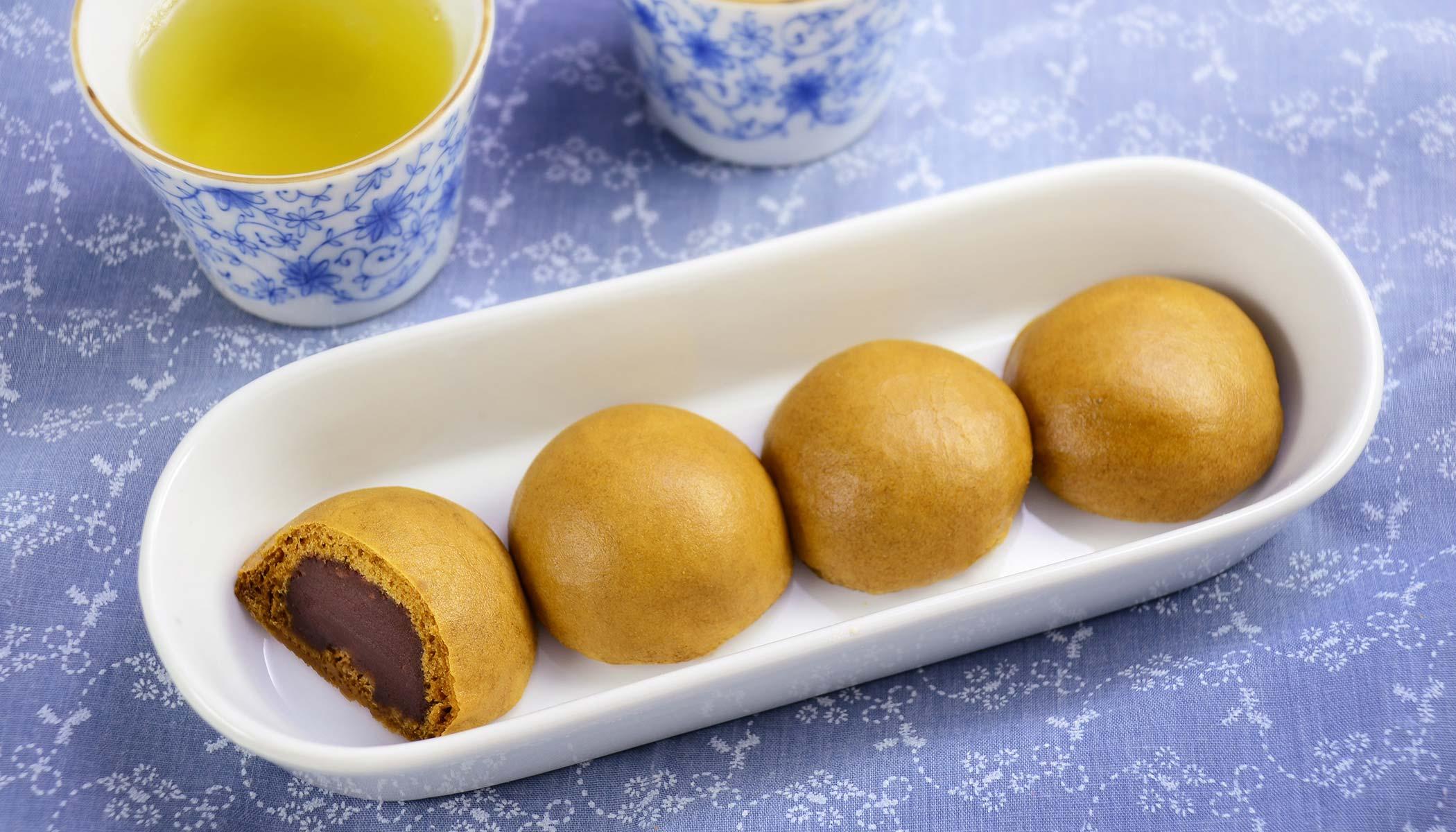 <i>Mushi Manju</i> (Sweet Steamed Cakes)