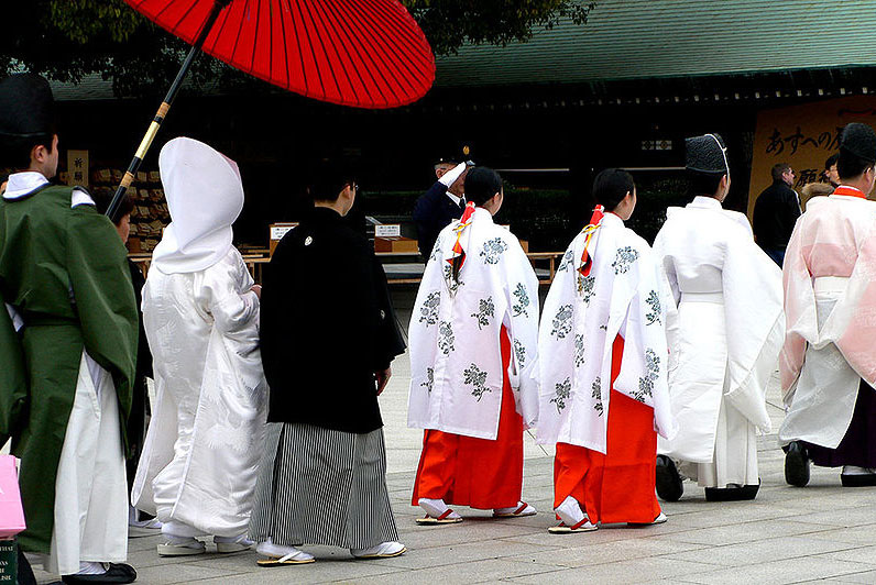 Meiji-jingu_wedding_procession-cropped
